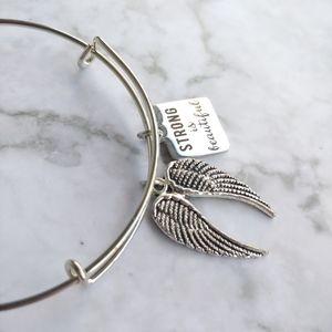 Jewelry - Angel wings charm bangle